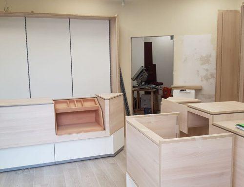 Obra completada, comienza el montaje del mobiliario – Estanco Miranda